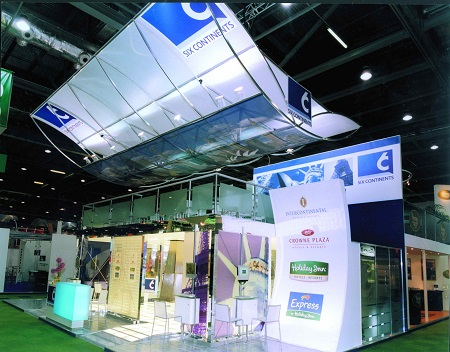 6C Aerofoil-shapped banner system setup at the show